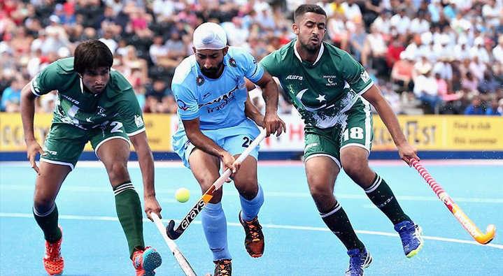बांगलादेशमध्ये सुरु असलेल्या आशिया चषक हॉकी स्पर्धेत भारताने पाकिस्तानचा 3-1 ने  पराभव केला आहे. - Divya Marathi