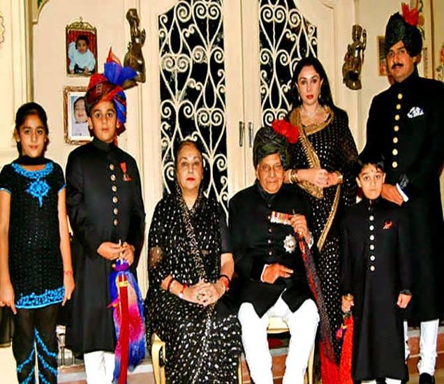 जयपूरचे राजघराणे काळे कपडे घालूनच दिवाळी साजरी करते. - Divya Marathi