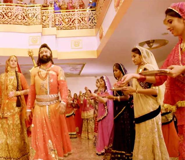 राम रहीमच्या सिनेमातून घेतलेला फोटो - Divya Marathi
