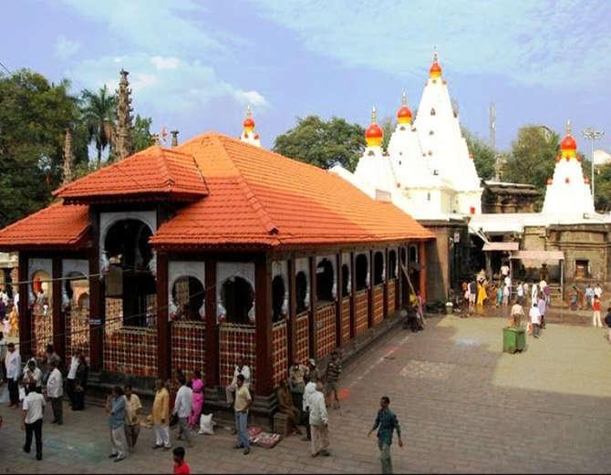 या मंदिरात अब्जावधीचा खजिना लपविण्यात आला असल्याचे सांगण्यात येते. - Divya Marathi