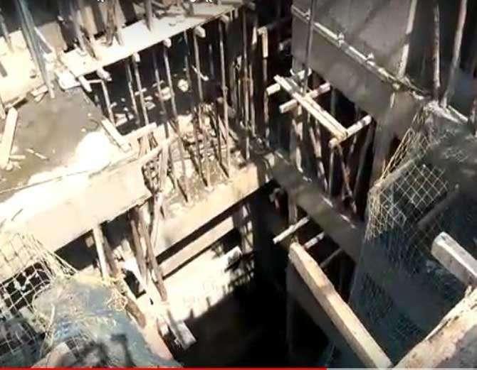 सातव्या मजल्याच्या स्लॅबला असलेला सपोर्ट काढण्याचा काम सुरु होते. - Divya Marathi