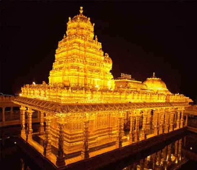 दिवाळीत हे मंदिर असे रोषणाईत न्हाऊन निघते. (फोटो- ओपी सोनी) - Divya Marathi