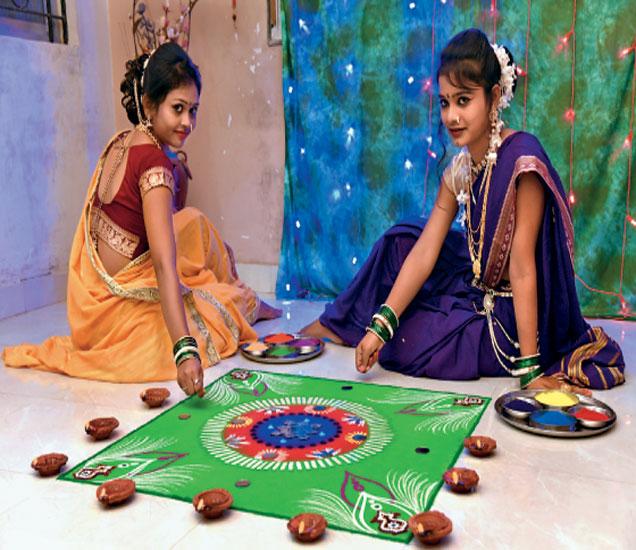 मॉडेल: कांचन गोटेकर व साक्षी मुर्तडकर. - Divya Marathi