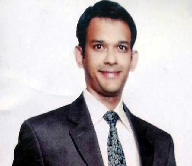 पाकच्या कैदेतील भारतीय इंजिनिअर तरुण हामिद अन्सारी. - Divya Marathi