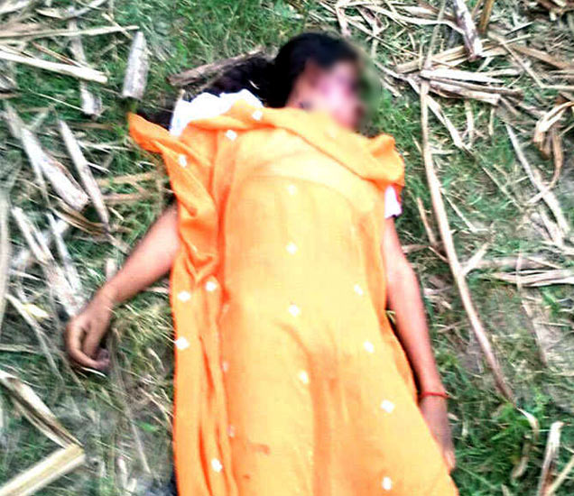 घरापासून 250 मीटर अंतरावर चिमुकलीचा मृतदेह आढळला. - Divya Marathi