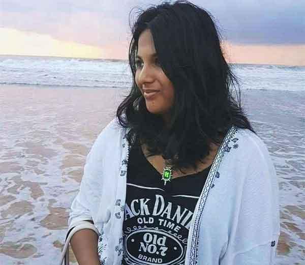 बाईकस्वराने धडक दिल्यानंतर हीच अनन्या रस्त्यावर बेशुद्ध पडली होती. - Divya Marathi