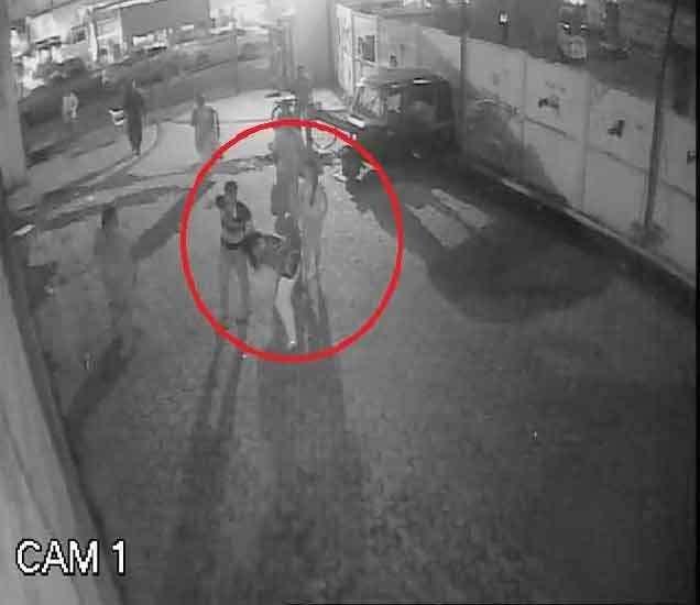आरोपीने तारेने अल्पवयीन मुलीला मारले होते. - Divya Marathi