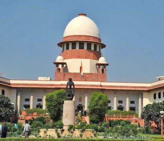 गुरुवारी दिल्ली सरकारच्या अधिकारांबाबत सुप्रीम कोर्टात सुनावणी झाली. - Divya Marathi