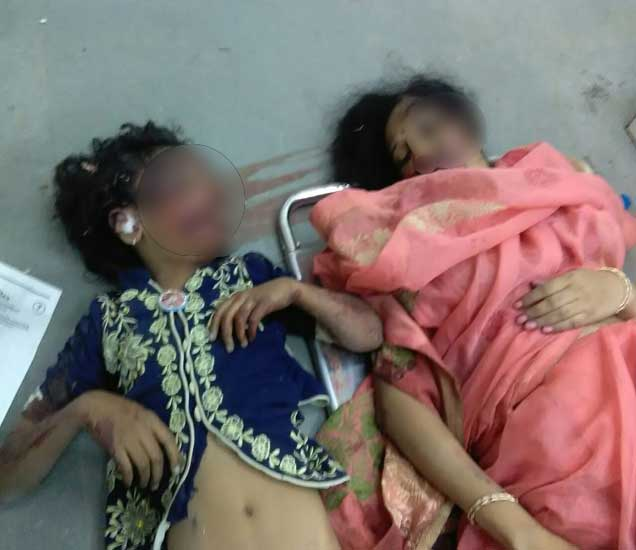 वाहनावरील चालकाचे नियंत्रण अचानक सुटल्याने 3 जण जागीच ठार झाले आहेत. - Divya Marathi