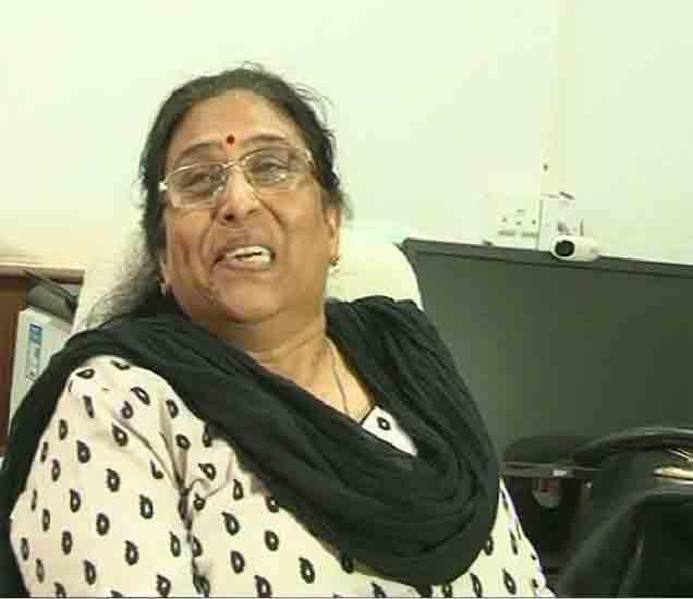 जीआरपीच्या पोलिस अधिक्षिका अनिता मालवीय या हे प्रकरण ऐकून हसत होत्या. - Divya Marathi