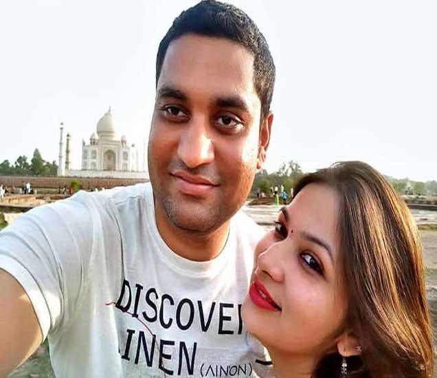 पती गौरवसोबत प्रियंका माहेश्वरी. - Divya Marathi