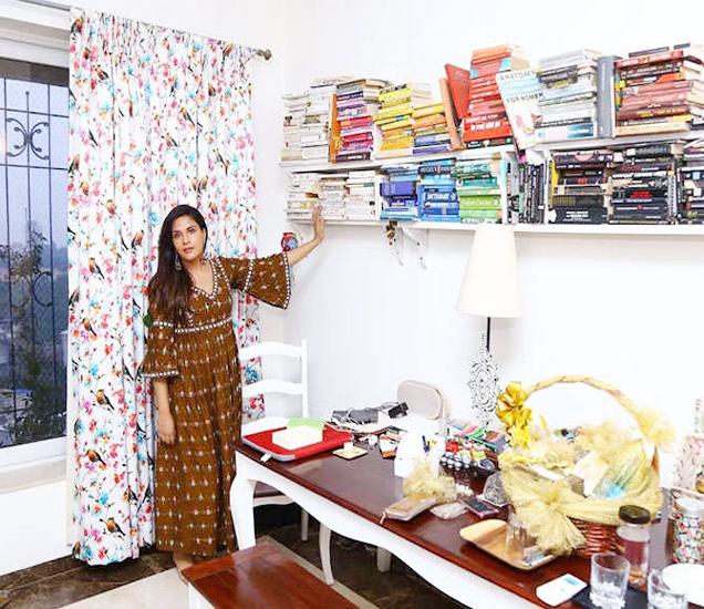 ऋचा चड्ढाने तीन महिन्यांपूर्वीच मुंबईतील वर्सोवा येथे नवीन घर खरेदी केले आहे. - Divya Marathi