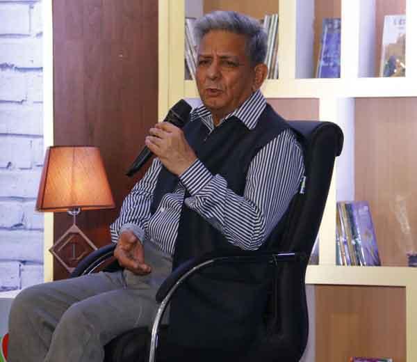 भारताचे माजी राजनैतिक अधिकारी राजीव डोग्रा - Divya Marathi