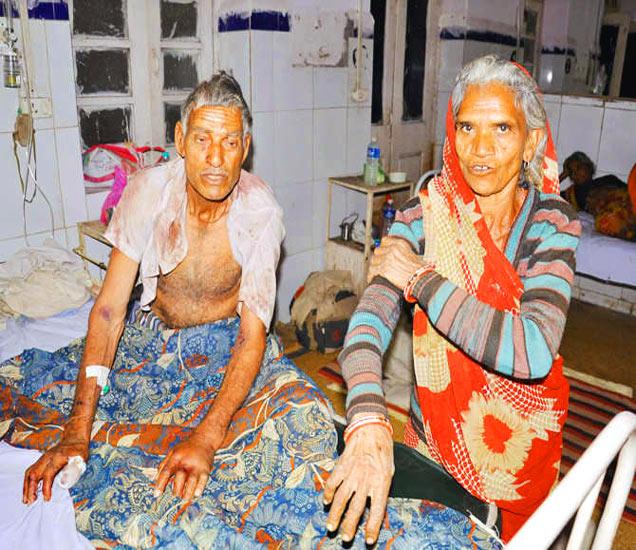 जमीन वाटून द्या म्हणत मुलाने वडील आणि आईला विवस्त्र करून बेदम मारहाण केली. - Divya Marathi