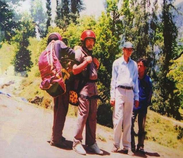 पॅराग्लायडिंग शिकण्यासाठी पीएम मोदींनी सोलांग व्हॅलीमध्ये तीन वेळा भेट दिली आहे. - Divya Marathi