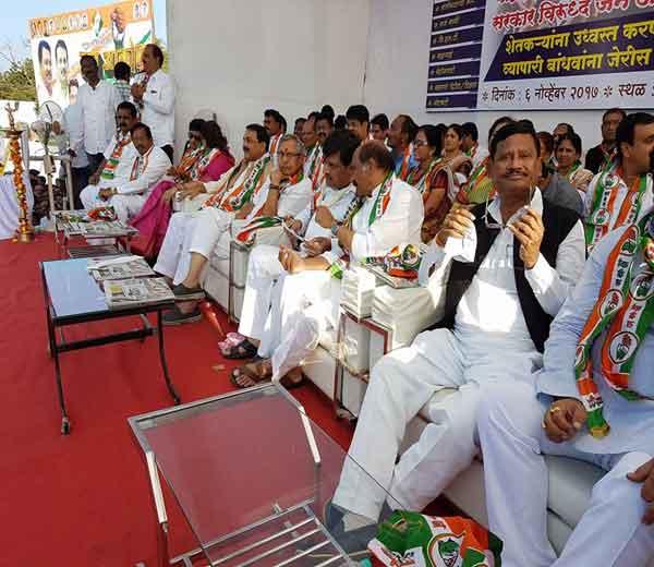 चंद्रपूरात झालेल्या जनआक्रोश मेळाव्याला उपस्थित काँग्रेस नेते... - Divya Marathi