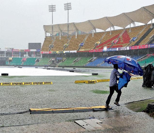 सामन्याच्या पूर्वसंध्येलाच मुसळधार पाऊस..;  तिरुवनंतपुरमच्या ग्रीन फील्ड मैदानावर सामना हाेणार - Divya Marathi