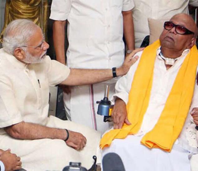 मोदींनी तमिळनाडूचे माजी मुख्यमंत्री एम. करुणानिधी यांचीही भेट घेतली. - Divya Marathi