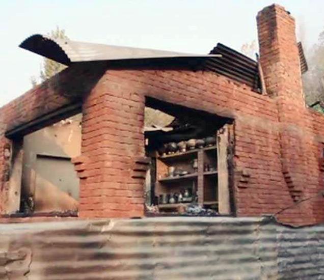 एका घरातून झालेल्या फायरींगनंतर सिक्युरिटी फोर्स आणि दहशतवाद्यांमध्ये चकमक झाली होती. - Divya Marathi