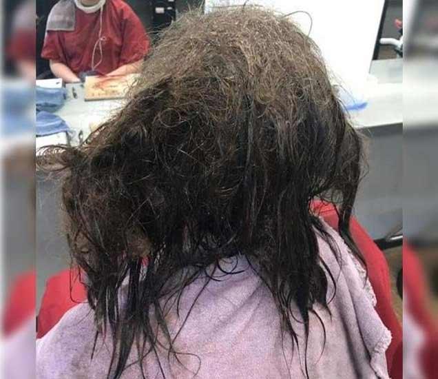 प्रेमभंगाचा एवढा धक्का बसला की या मुलीला केस विंचरण्याचेही भान राहिले नाही. - Divya Marathi