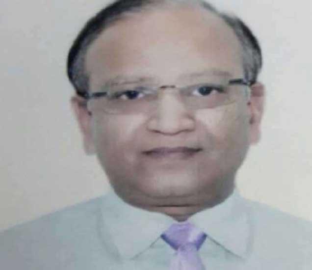 डॉ. सुनील गुप्ता यांनी आपल्याकडे शारिरिक संबंधाची मागणी केल्याचा आरोप विद्यार्थिनीने लावला आहे. - Divya Marathi