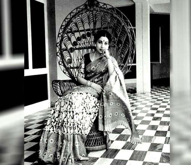 दिवंगत जयललिता चेन्नईतील पोएस गार्डन येथील 44 कोटींच्या बंगल्यात राहत होत्या. - Divya Marathi