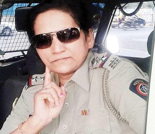 वरिष्ठ पोलिस निरीक्षक सुजाता पाटील.... - Divya Marathi