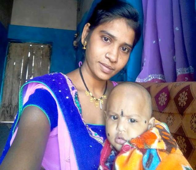 11 महिन्यांच्या चिमुकलीसोबत जानकी. - Divya Marathi