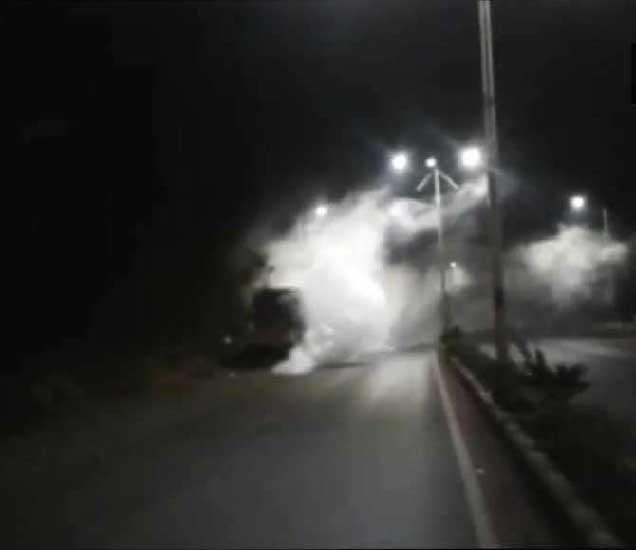 वॉस्को-पणजी महामार्ग या अपघातानंतर ठप्प झाला आहे. - Divya Marathi