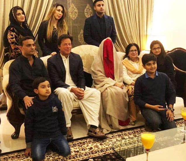 पाकिस्तान तहरीक-ए-इंसाफ (पीटीआय) चे प्रवक्ते फवाद चौधरी यांनी ट्वीट करून इम्रान यांच्या विवाहास अधिकृत दुजोरा दिला. - Divya Marathi