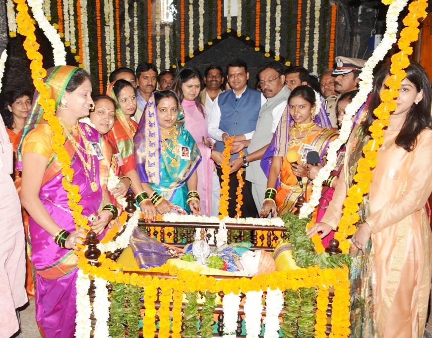शिवनेरीवर मुख्यमंत्र्यांच्या उपस्थितीत जन्मोत्सव साजरा करण्यात आला. - Divya Marathi