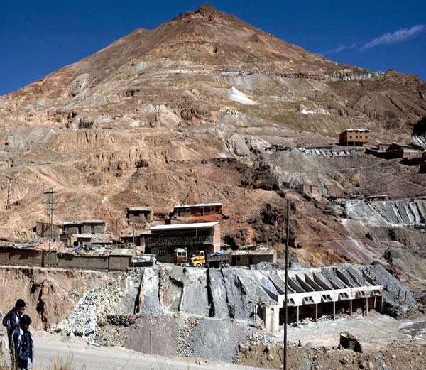 बोलीवियातील 'पोतोसी' पर्वत... - Divya Marathi