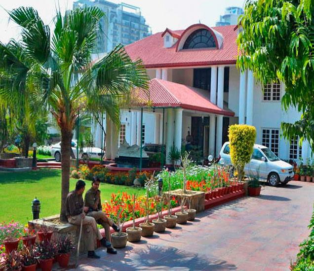 रोटोमॅक कंपनीचे मालक विक्रम कोठारीचे कानपूर येथील घर. दोन दिवसांपासून सीबीआय येथे चौकशी करत आहे. - Divya Marathi