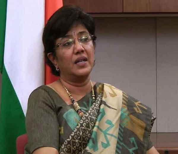 राष्ट्रवादीकडून सुप्रिया सुळेंच्या निकटवर्तीय पुण्यातील वंदना चव्हाण यांच्या नावाची घोषणा आज करण्यात आली. - Divya Marathi
