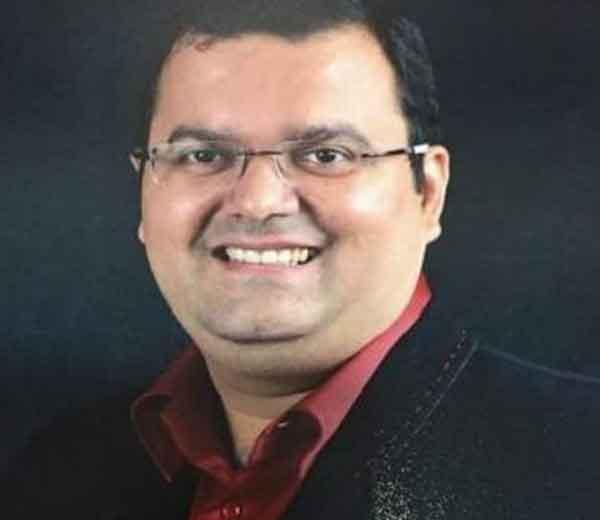 उद्योगपती जिगर ठक्कर... - Divya Marathi