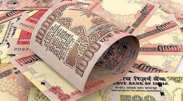 राज्याचे उत्पन्न २ लाख ४३ हजार कोटी रुपये असून राज्याचा खर्च २ लाख ४८ हजार कोटी असल्याने वित्तीय तूट ४५११ कोटी रुपये आहे. - Divya Marathi