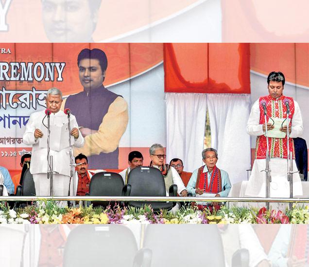 आगरतळा   डाव्यांचा त्रिपुरातील बालेकिल्ला सर केल्यानंतर शुक्रवारी भाजपच्या सरकारचे मुख्यमंत्री म्हणून बिप्लव देव यांनी पद व गोपनीयतेची शपथ घेतली. राज्यपाल तथागत रॉय यांनी देव यांना शपथ दिली. पंतप्रधान नरेंद्र मोदी आणि पक्षाध्यक्ष अमित शहा शपथविधीला उपस्थित होते. - Divya Marathi