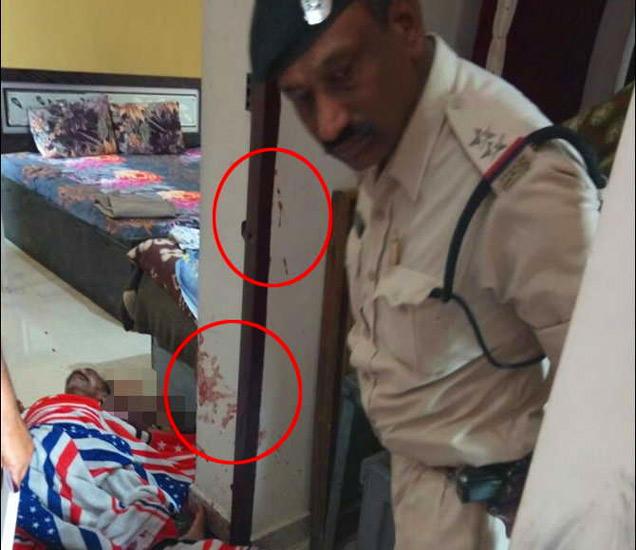 वृद्ध दांपत्याच्या हत्येनंतर पोलिसांना भिंतीवर रक्ताचे शिंतोडे आढळले. - Divya Marathi