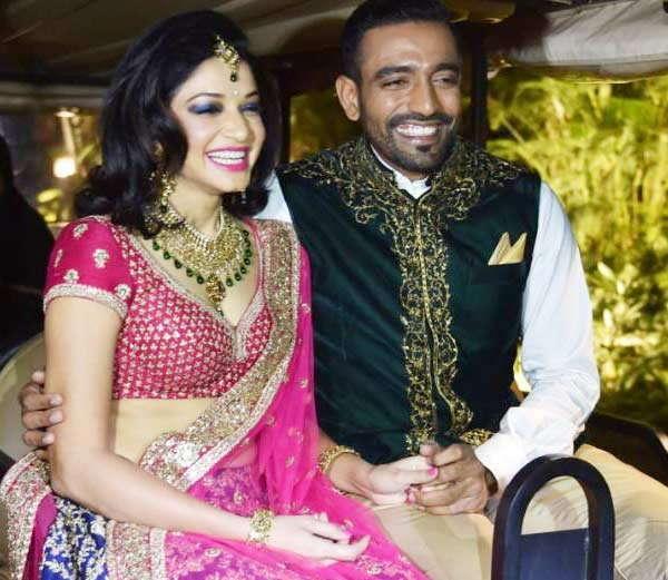 रॉबिन उथप्पा पत्नी शीतल गौतमसमवेत.... - Divya Marathi