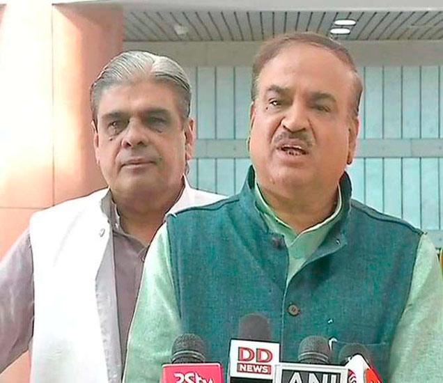संसदीय कार्यमंत्री अनंतकुमार म्हणाले, सर्व पक्षांना आग्रह केला होता की सभागृहाचे कामकाज सकारात्मक चर्चेने होऊ द्या. - Divya Marathi