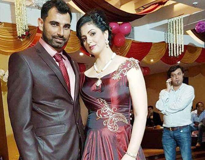 कोलकाता पोलिसांनी मोहम्मद शमीचा मोबाइल जप्त केला आहे. (फाइल) - Divya Marathi