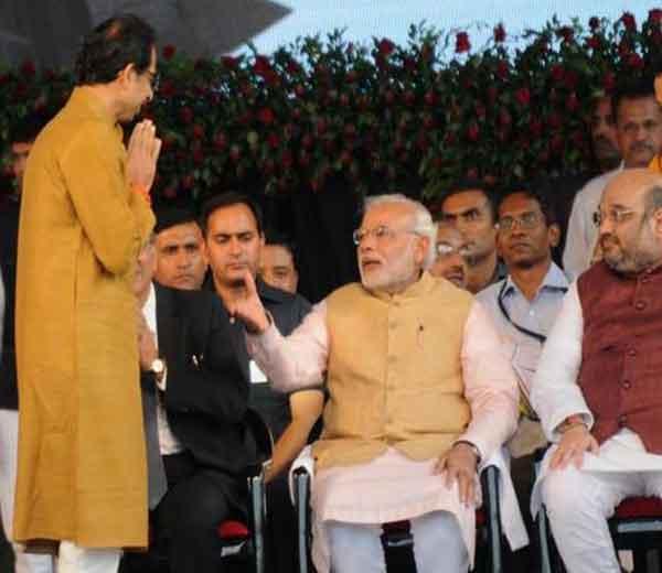 भाजपने शिवसेनेसमोर पुन्हा एकदा युतीसाठी मैत्रीचा हात पुढे केला आहे. - Divya Marathi
