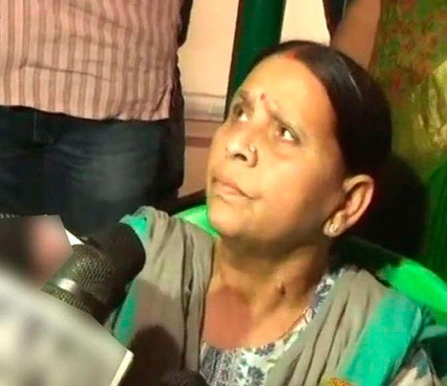 राबडी देवींची सुरक्षा काढून घेतल्यावरुन राजकारण तापले आहे. - Divya Marathi