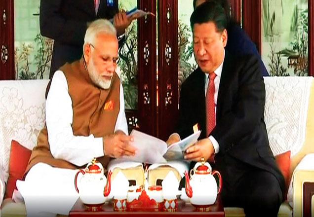 नरेंद्र मोदी अनौपचारिक शिखर परिषदेसाठी दोन दिवसांच्या चीन दौऱ्यावर आहेत. - Divya Marathi