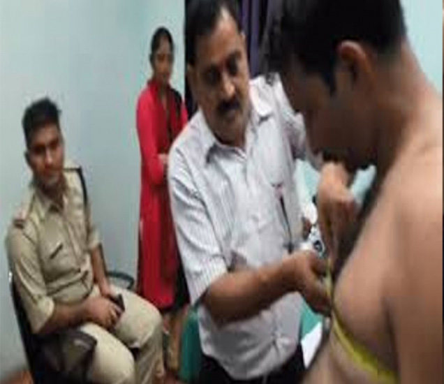 महिला व पुरुष उमेदवारांचे एका रूममध्ये मेडिकल चेकअप झाल्याने सिव्हिल सर्जन यांनी चौकशीचे आदेश दिले आहेत. - Divya Marathi
