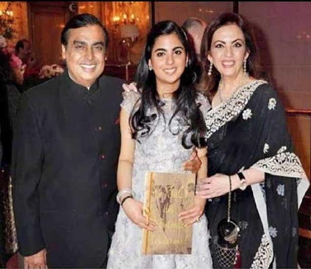 अजय पिरामल यांच्या मुलासोबत मुकेश अंबानी यांच्या एकलुती एक मुलगी ईशाचे लग्न होणार आहे. - Divya Marathi