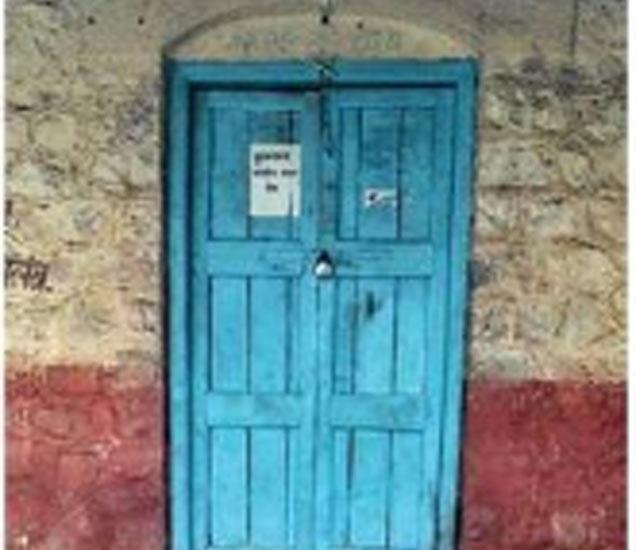 कोपर्डीतील त्या घटनेनंतरही पोलिस चौकी बंदच असते. - Divya Marathi