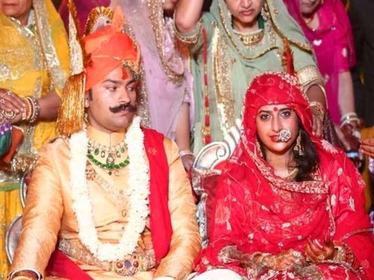 करणीसिंह यांच्या पत्नी या राजस्थानातील राजकुमारी पद्मिनी आहेत. - Divya Marathi