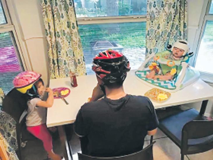 गंभीर आजारामुळे 4 महिन्यांच्या मुलास लावावे लागले हेल्मेट; त्याची कोणी थट्टा करू नये म्हणून आता घरातील सर्व मंडळीही वापरतात विदेश,International - Divya Marathi