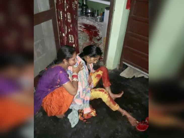 किचनमधून रांगत बाहेर आली महिला, तिच्या पोटात चाकू भोसकल्याने रक्त बंबाळ झाली होती, ते पाहून कुटुंबीयांना बसला धक्का|देश,National - Divya Marathi